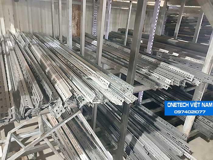 Kệ sắt v lỗ sản xuất và phân phối tại Onetech