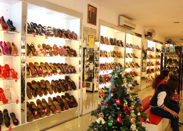 Mẫu kệ trưng bày túi xách, giày dép
