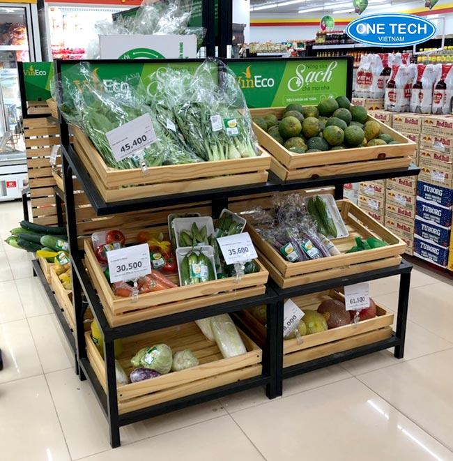 Kệ bày rau, hoa quả với khung sắt và khay gỗ