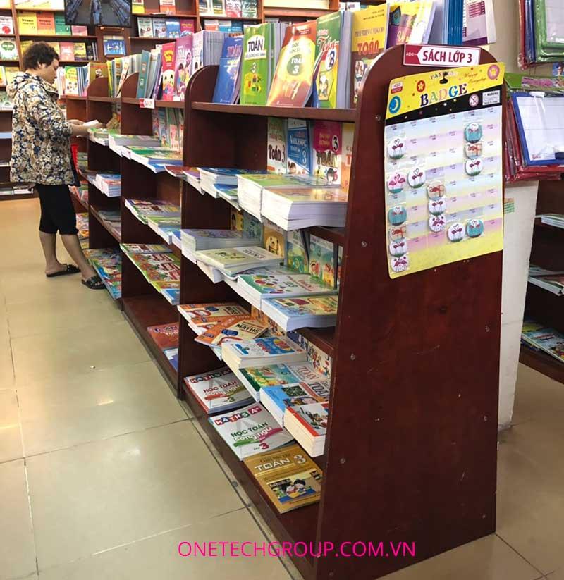 Giá kệ nhà sách bằng gỗ được sử dụng phổ biến
