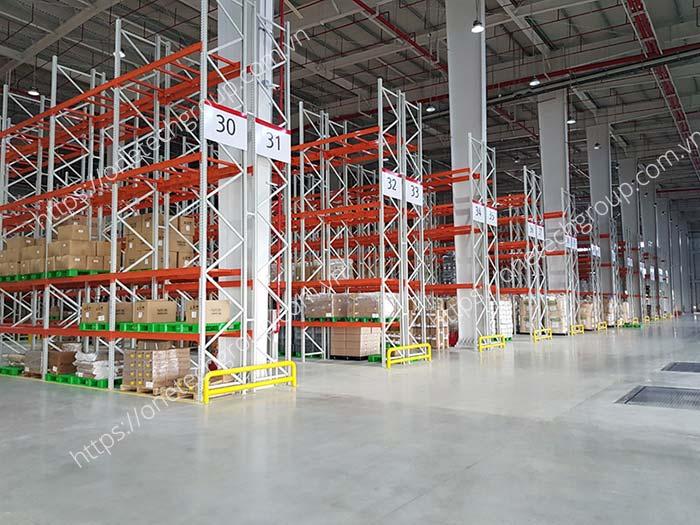 Kệ chứa hàng là thành phần không thể thiếu trong siêu thị, cửa hàng, kho hàng