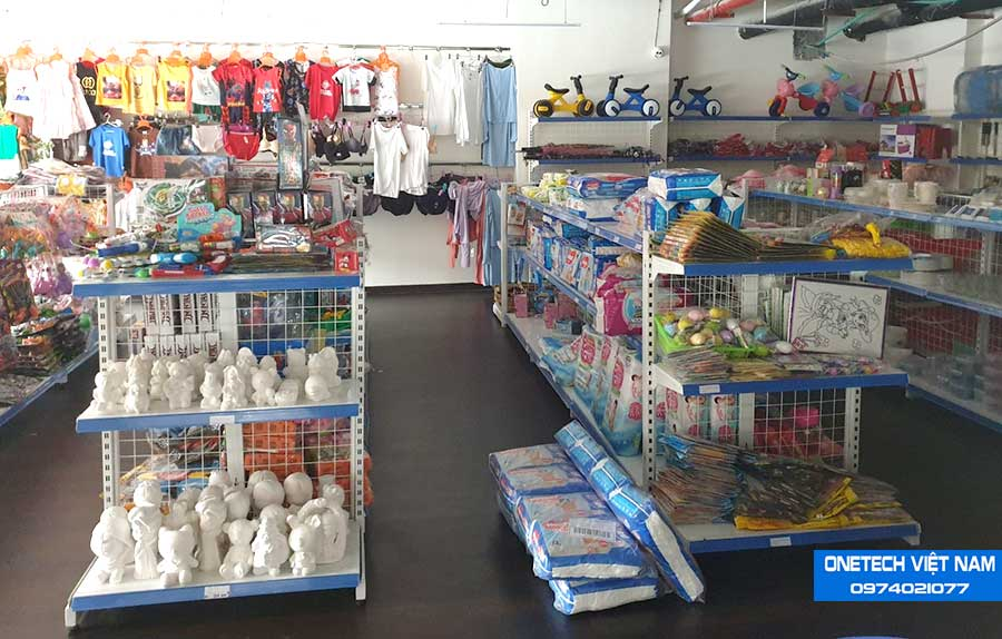 Kệ bày hàng đóng vai tròn quan trọng trong mô hình kinh doanh cửa hàng tạp hóa