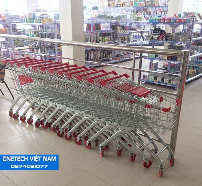 Onetech lắp đặt xe đẩy hàng cho siêu thị