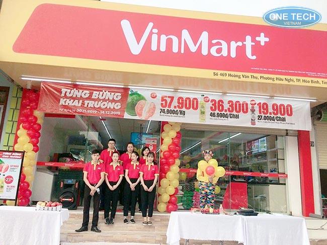 Onetech lắp đặt kệ siêu thị cho các hệ thống Vinmart+