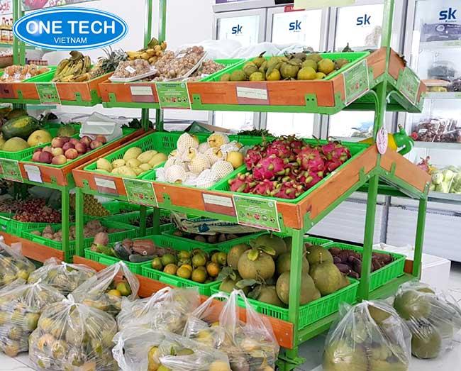 Kệ đựng hàng rau củ quả trong siêu thị