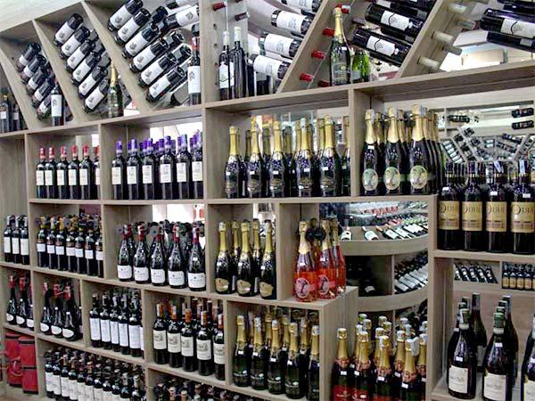 Mua kệ trưng bày rượu hãy tìm đến Onetech