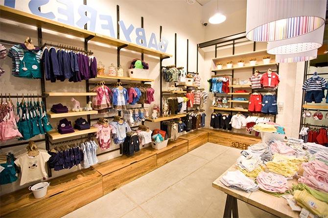 Lựa chọn và phân phối kệ phù hợp cho không gian cửa hàng - shop