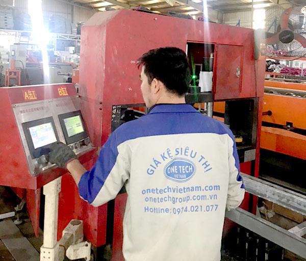 Nhà máy sản xuất giá kệ trưng bày Onetech