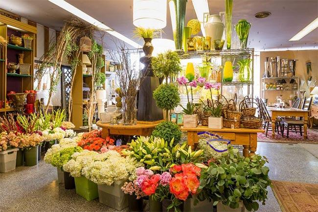Onetech sản xuất và lắp đặt giá kệ trưng bày hoa tươi nghệ thuật