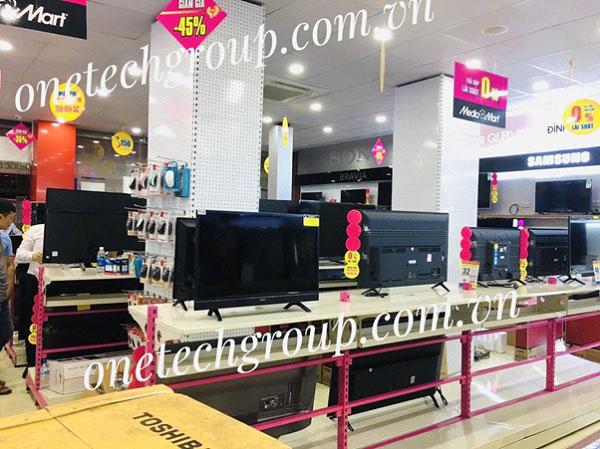 Kệ trưng bày các thiết bị tivi - điện máy