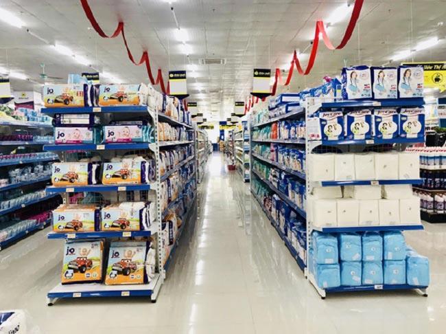 Mẫu kệ đôi siêu thị bày hàng tại siêu thị Aloha