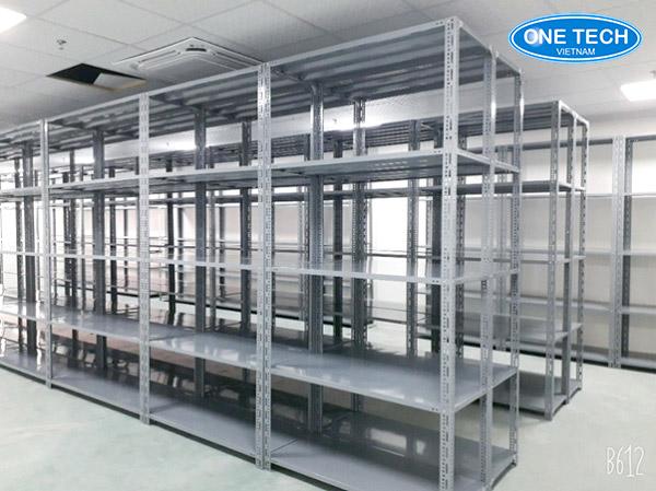 Các thanh sắt V tạo ra các loại giá kệ trưng bày, lưu trữ kho hàng hiệu quả