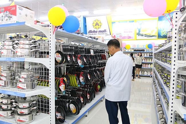 Onetech lắp đặt các loại giá kệ cho đại siêu thị Aloha Mall Quảng Ninh