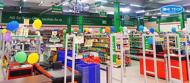 Phụ kiện lắp đặt siêu thị: Bàn thu ngân, cổng từ, kẹp giá...