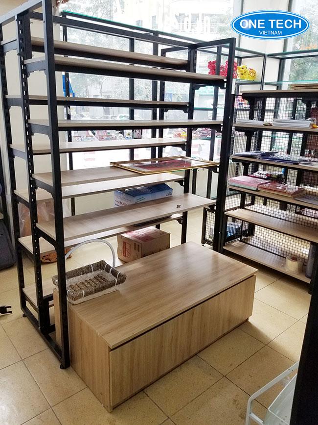 Kệ gỗ trưng bày sản phẩm